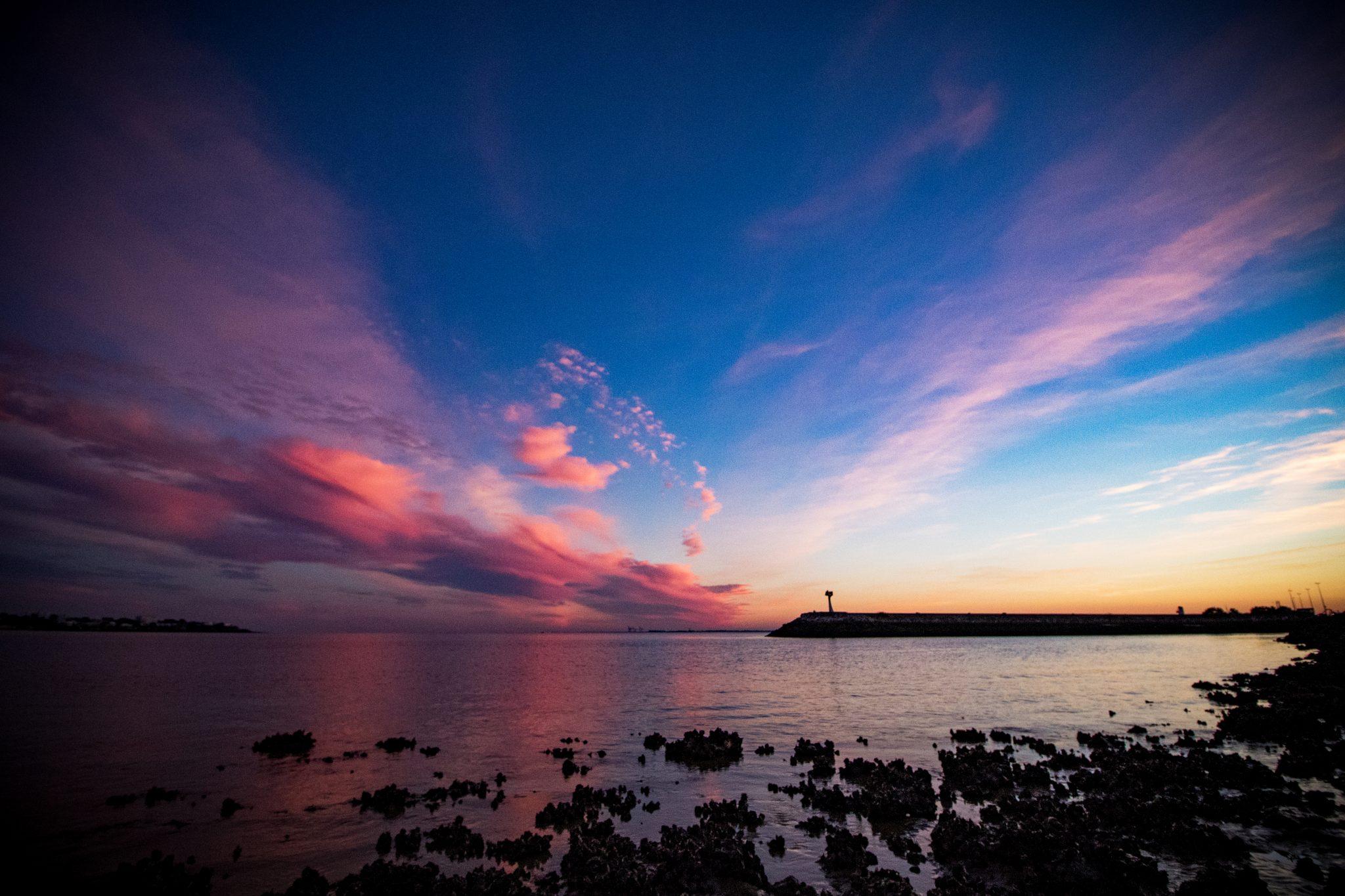 Coucher de soleil rose, sur le port de Royan